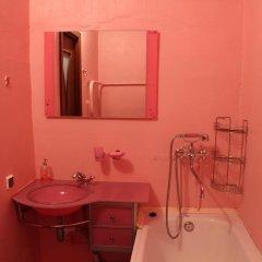 Гостиница 33 Kvartirki Apartment on Ulitsa Rossiyskaya 10 в Уфе отзывы, цены и фото номеров - забронировать гостиницу 33 Kvartirki Apartment on Ulitsa Rossiyskaya 10 онлайн Уфа ванная
