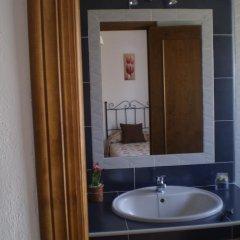 Отель Hostal El Canario Испания, Кониль-де-ла-Фронтера - отзывы, цены и фото номеров - забронировать отель Hostal El Canario онлайн ванная