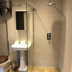 Отель The Old Hall Inn ванная