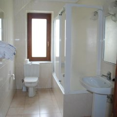 Отель Hostal Ayestaran I Испания, Ульцама - отзывы, цены и фото номеров - забронировать отель Hostal Ayestaran I онлайн ванная
