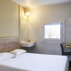 Отель hotelF1 Paris Porte de Châtillon (rénové) Стандартный номер с различными типами кроватей фото 4