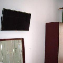 Отель Pensao Residencial Camoes 2* Стандартный номер с двуспальной кроватью фото 11