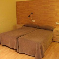 Отель Hostal Baires Стандартный номер двуспальная кровать (общая ванная комната) фото 2