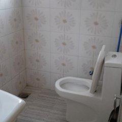 Отель Sharaz Guest Inn Шри-Ланка, Бандаравела - отзывы, цены и фото номеров - забронировать отель Sharaz Guest Inn онлайн ванная фото 2