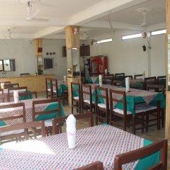 Отель Chitwan Forest Resort Непал, Саураха - отзывы, цены и фото номеров - забронировать отель Chitwan Forest Resort онлайн питание фото 2