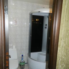 Мини-Отель Уют Стандартный семейный номер с различными типами кроватей фото 13