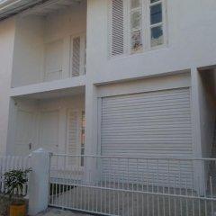 Отель White Villa Ambalangoda парковка