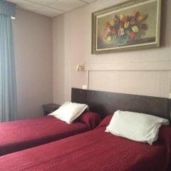 Отель Hôtel Stanislas 2* Улучшенный номер с 2 отдельными кроватями