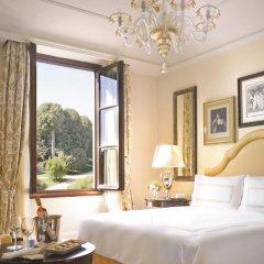 Four Seasons Hotel Firenze 5* Номер Премьер с двуспальной кроватью