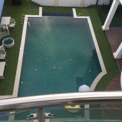 De Brit Hotel бассейн