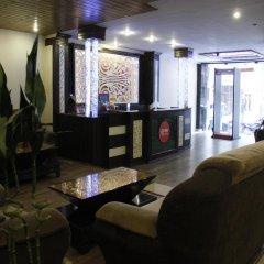 Отель OYO Rooms Gaffar Market 1 интерьер отеля