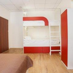 Гостиница Формула За Рулём Улучшенный семейный номер с двуспальной кроватью фото 5