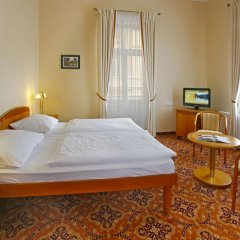 Отель Danubius Health Spa Resort Hvězda-Imperial-Neapol 4* Улучшенный номер с двуспальной кроватью фото 4