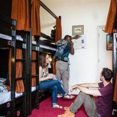 Отель Palmers Lodge Swiss Cottage Кровать в общем номере фото 19