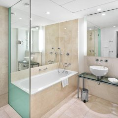 Отель Andel's by Vienna House Prague 4* Улучшенный номер с различными типами кроватей фото 4