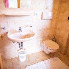 Отель Garni Glurnserhof Италия, Горнолыжный курорт Ортлер - отзывы, цены и фото номеров - забронировать отель Garni Glurnserhof онлайн ванная фото 2