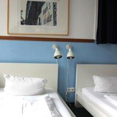 Отель St Christophers Inn Berlin Стандартный номер с 2 отдельными кроватями (общая ванная комната) фото 6
