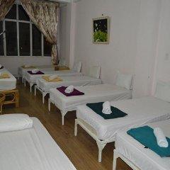 Saigon 237 Hotel 2* Кровать в общем номере с двухъярусной кроватью