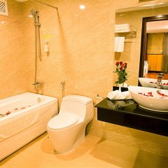 Отель Golden Rain 2 Нячанг ванная