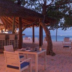 Отель Malahini Kuda Bandos Resort гостиничный бар
