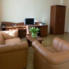 Гостиница Максима Заря 3* Семейный номер с двуспальной кроватью фото 3