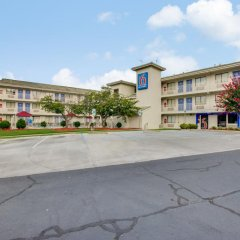 Отель Motel 6 Columbus West Колумбус парковка