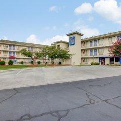 Отель Motel 6 Columbus West парковка