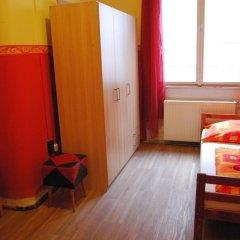 Boomerang Hostel and Apartments Стандартный номер с различными типами кроватей (общая ванная комната) фото 4