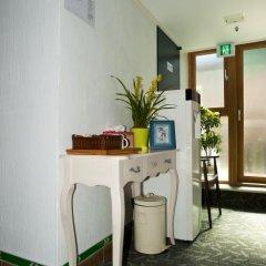 Отель Myeongdong ECO House 2* Стандартный номер с 2 отдельными кроватями фото 23