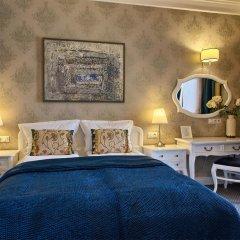 Отель SleepWalker Boutique Suites 3* Номер Делюкс с двуспальной кроватью фото 20