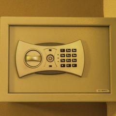 Отель Porto Marina сейф в номере