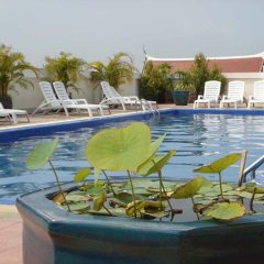 Отель Rambuttri Village Inn & Plaza бассейн