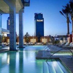 Отель Palms Place Hotel and Spa США, Лас-Вегас - 1 отзыв об отеле, цены и фото номеров - забронировать отель Palms Place Hotel and Spa онлайн бассейн