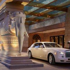 Отель The Leela Palace New Delhi 5* Номер Grande deluxe фото 8