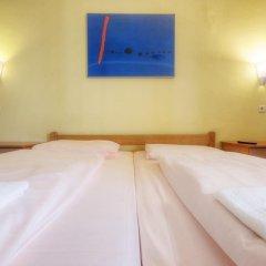 Euro Youth Hotel Стандартный номер с двуспальной кроватью