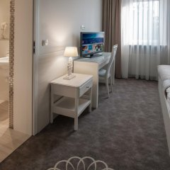 Отель Henlex Познань комната для гостей