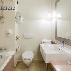 Отель Campanile Val de France ванная фото 2
