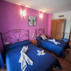 Отель Hostal Nevot Стандартный номер с различными типами кроватей фото 6
