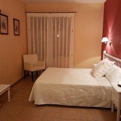 Отель Hostal Pirineos Ainsa Испания, Аинса - отзывы, цены и фото номеров - забронировать отель Hostal Pirineos Ainsa онлайн комната для гостей фото 2