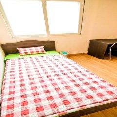 Отель Kimchee Hongdae Guesthouse Стандартный номер с различными типами кроватей фото 2