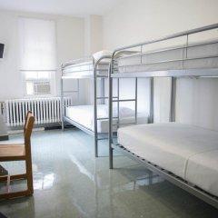 Отель West Side YMCA Стандартный номер с двухъярусной кроватью (общая ванная комната)