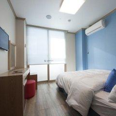 Отель K-guesthouse Sinchon 2 2* Номер Делюкс с двуспальной кроватью фото 2