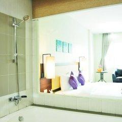 Отель AM Surin Place Номер Делюкс с двуспальной кроватью фото 13