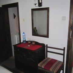 Отель Hadzhi Velinov Han Боженци удобства в номере