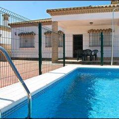 Отель Chalet Arroyo Испания, Кониль-де-ла-Фронтера - отзывы, цены и фото номеров - забронировать отель Chalet Arroyo онлайн бассейн фото 3