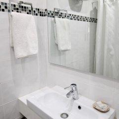Hotel Des Pyrenees Париж ванная фото 6