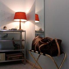 Отель B&B Casa Campanelle charme&design Пинцоло сейф в номере