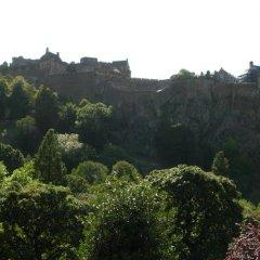 Отель Holiday Inn Express Edinburgh Royal Mile Эдинбург приотельная территория фото 2