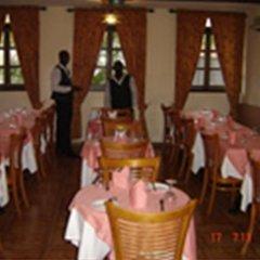 Отель The Camelot Rest House питание фото 3