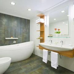 International Hotel ванная
